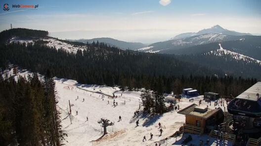 Zdjęcie z nowości Bachledka Ski & Sun - to 12 świetnie utrzymanych tras zjazdowych i 9 wyciągów narciarskich. Zobacz obraz na stok z NOWEJ KAMERY.