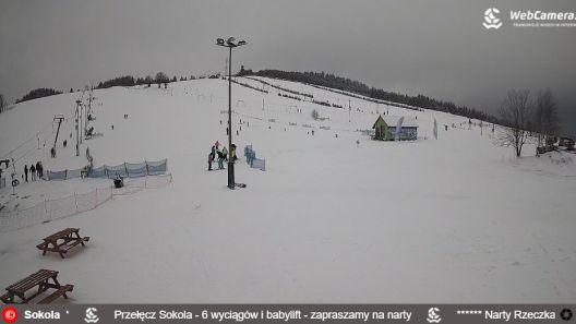 Zdjęcie z nowości NOWOŚĆ - PRZEŁĘCZ SOKOLA - wyciągi narciarskie. Ośrodek znajduje się w Górach Sowich w Sudetach. Oferuje 6 wyciągów o różnym stopniu trudności oraz dwie szkółki narciarskie.