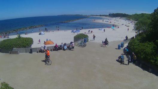 Widok z Kamery na wschodnią stronę plaży w Darłówku na żywo