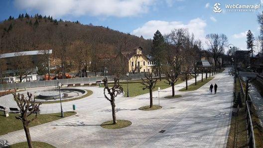Widok z nowej kamery na deptak w Krynicy-Zdroju.
