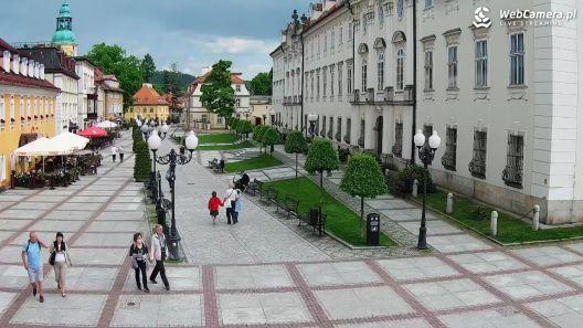 Widok z Kamery na Plac Piastowski w Jeleniej Górze na żywo