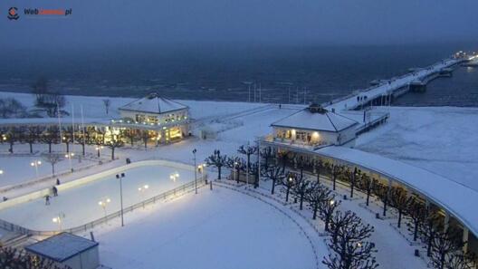 Zdjęcie z nowości Oglądaj kamery nad morzem. Dziś prezentujemy zimowy, bajkowy Sopot z widokiem na deptak i molo Live.