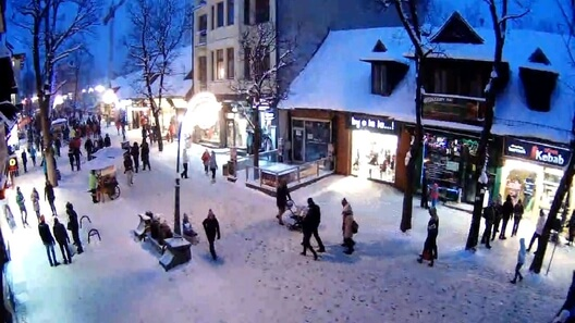 Zdjęcie z nowości Spacerkiem po Krupówkach? Dlaczego nie wybrać się do Zakopanego końcem zimy? Zobacz (kamera live) co słychać na najpopularniejszym deptaku w Polsce.