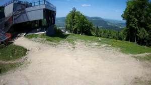 Widok na stację końcową wyciagu o należącym do Grupy Pingwina ośrodku Kasina Ski