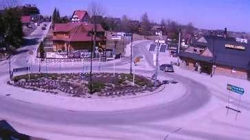 Ujęcie na zakorkowane rondo w Bukowinie.