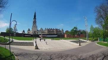 Widok z kamery na Sanktuarium Maryjne i Klasztor Zakonu Paulinów w Częstochowie.