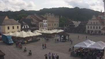 Kamera prezentuje widok na rynek w Kazimierzu Dolnym