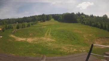 Lądek Zdrój - widok z dolnej stacji ośrodka na trasy narciarskie.