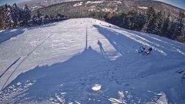 Widok z Kamery na górną stację narciarską Sport Arena Myślenice