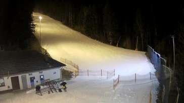 Widok na trasę zjazdową w Stacji Narciarskiej Myślenice-ski