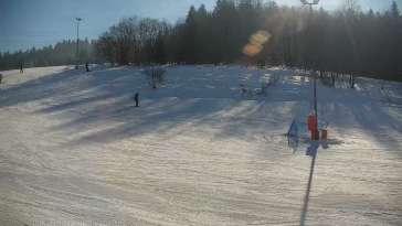 taśma narciarska przy wyciągu na stacji narciarskiej w Spytkowicach