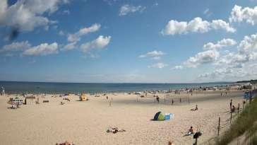 Kamera na plażę w Świnoujściu na żywo przepływające promy.