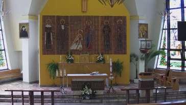 Widok na ołtarz z Kościoła Parafialnego w Roczynach.