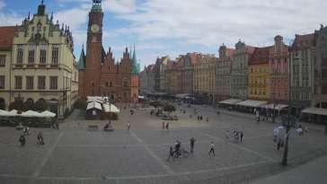 Wrocław - widok na rynek główny we Wrocławiu z kamery stałej.