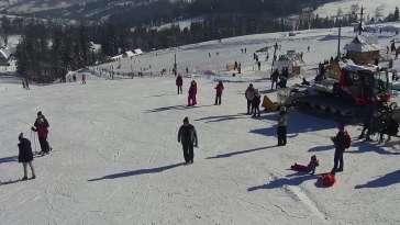 Widok na stok ośrodka narciarskiego Potoczki w Zębie