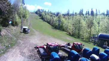 Dolna stacja wyciagu, którym narciarze dotrą na Mały Rachowiec