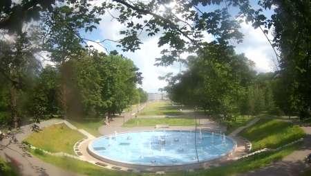 Kamera prezentuje widok na Park Ludowy w Lublinie.