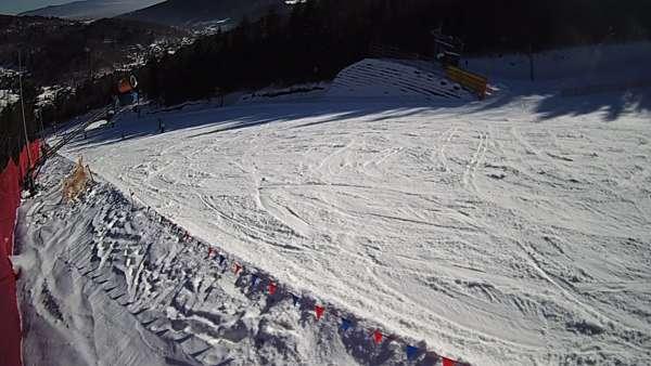 Widok z kamer na trasy narciarskie Beskid Sport Arena w Szczyrku