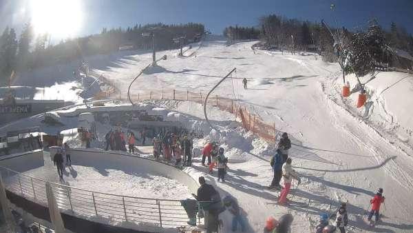 Warunki narciarskie z dolnej części trasy zjazdowej Beskid Sport Arena.