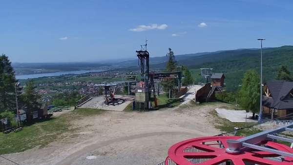 Kamera prezentuje panoramę gór z ośrodka narciarskiego Czorsztyn ski - Kluszkowce