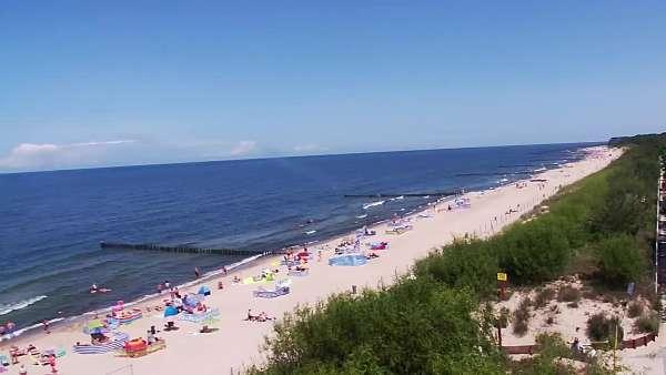Plaża w Dziwnowie oglądaj w sezonie letnim.