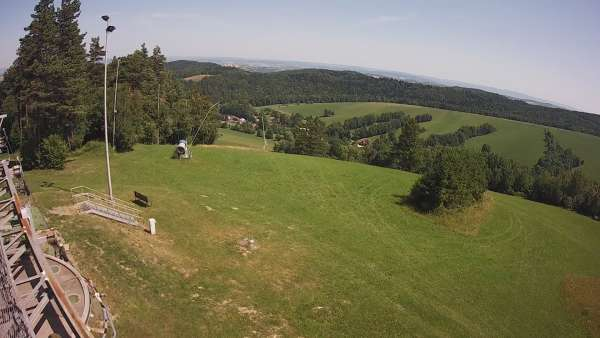Widok z kamery zainstalowanej na górnej części wyciągu na stacji Kiczera Ski