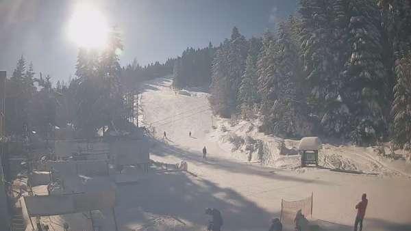Widok na dolną stację w stacji narciarskiej Koninki