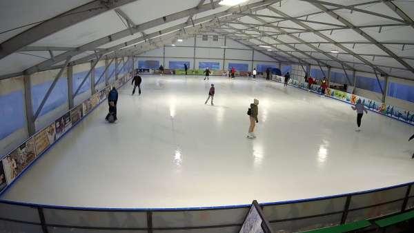 Widok na lodowisko w ośrodku narciarskim Kurza Góra