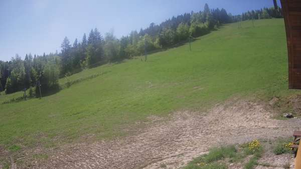 Obraz z kamery umieszczonej w dolnej części stoku Lubomierz-Ski