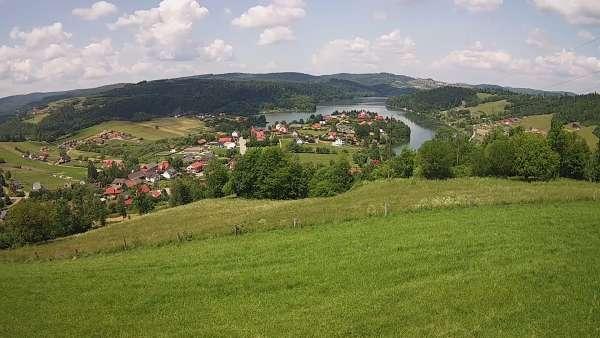 Malowniczy widoczek na Jezioro Solińskie w Bieszczadach.