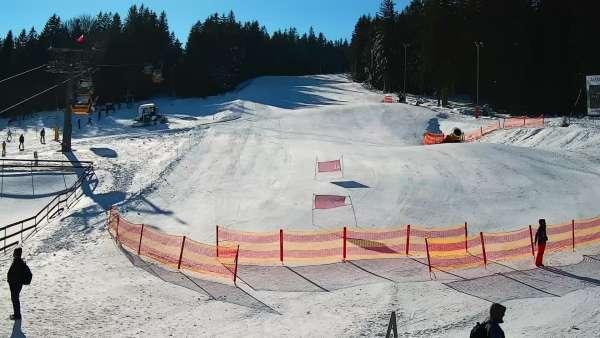 Idealne miejsce dla narciarzy i snowboardzistów. Czynne cały rok. Oglądaj live