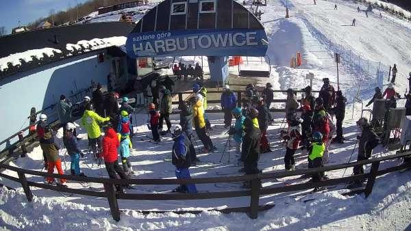 Widok na dolny odcinek trasy narciarskiej w Szklana Góra w Harbutowicach.