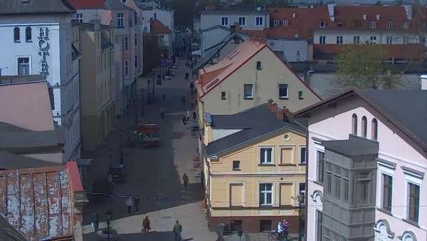 Widok na deptak w malowniczym miasteczku w Wejherowie.