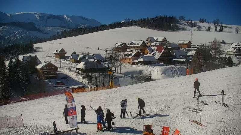 Widok na trasy narciarskie na Słowacji. Online prosto z ośrodka Bachledka