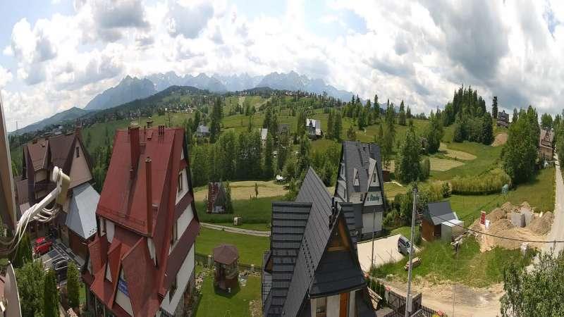 Obraz z kamery na Kurucowy Wierch. W oddali piękna panorama Tatr.