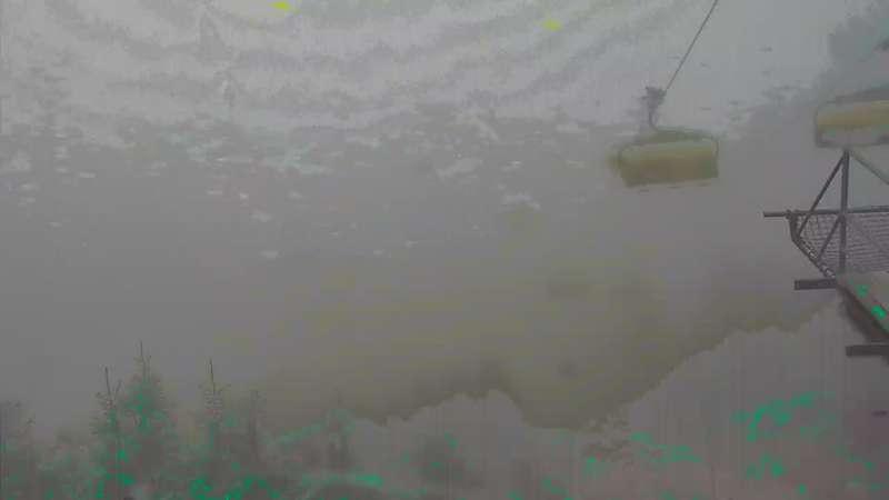 Panoramiczny widok na stok w Czarnej Górze trasa B-fis