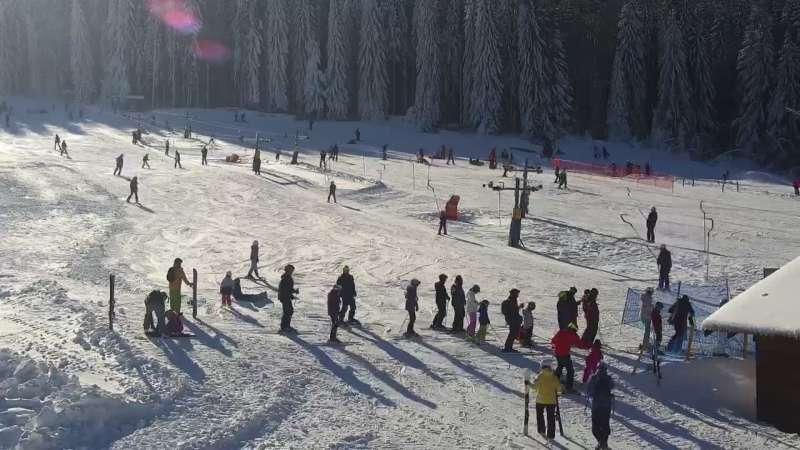 Czarna Góra Resort - widok na trasy zjazdowe oraz wyciąg.