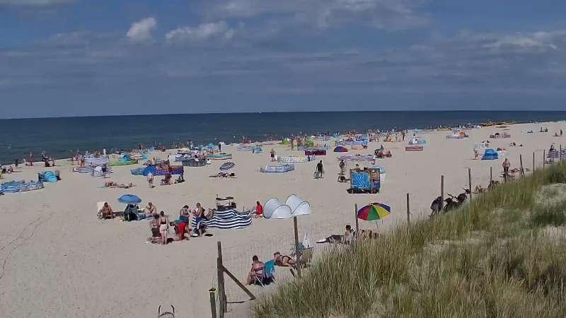 Kamera z widokiem na szeroką plażę w Dębkach województwo pomorskie.
