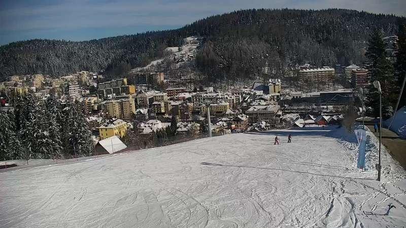 Obraz z kamery na stoku w ośrodku narciarskim Henryk SKI