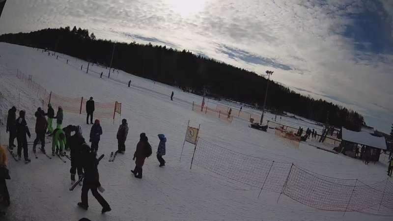 Widok na dolną stację ośrodka narciarskiego Jacnia