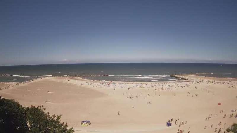 Widok na sztuczną plaże w Jarosławcu