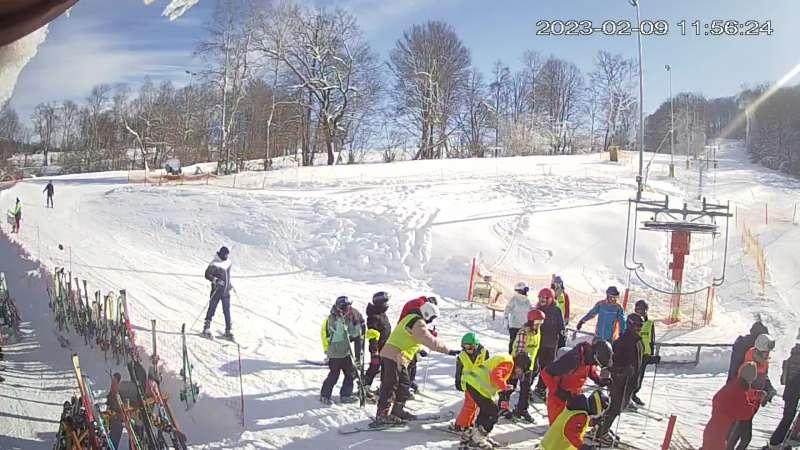 Widok na koniec jednej z tras narciarskich w ośrodku Kiczera Ski