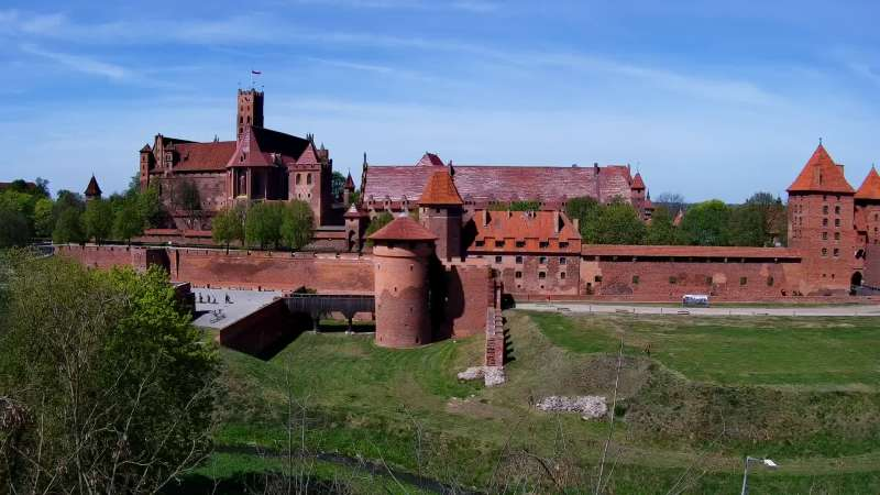 Widok na XIII wieczny zamek Krzyżacki - jedną z największych atrakcji Malborka