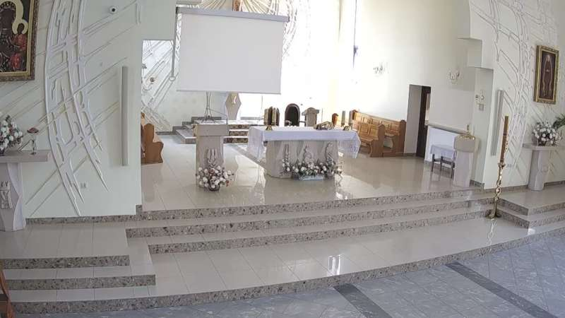Kamera z widokiem na ołtarz w Parafii Św. Alberta Szówsko
