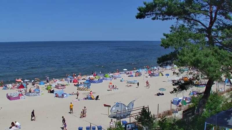 Stegna kamera bulwar, plaża i morze.