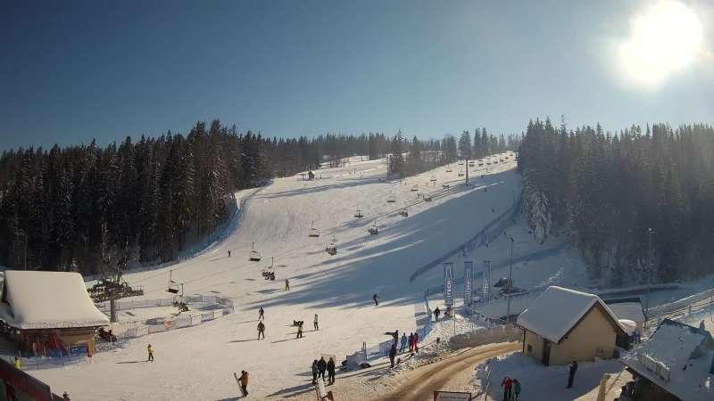 Widok z Kamery na dolną stację narciarską