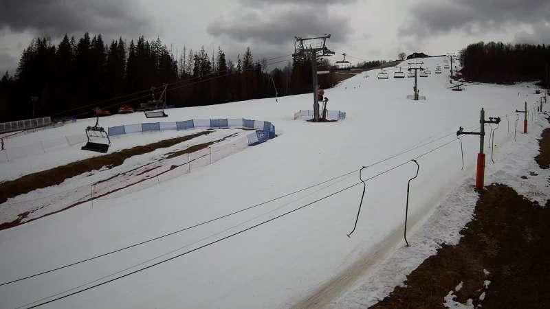 Widok na stok narciarski Złoty Groń.