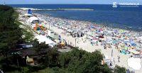 Tłumy turystów na plaży w Łebie