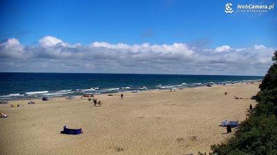 Piękna słoneczna pogoda na plaży w Jastrzębiej Górze - lato 2020 roku.