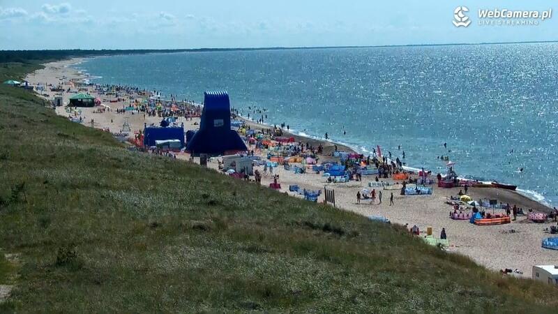 Widok zkamery obrotowej na część plaży wDarłówku